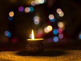 5 Types of Auspicious yet Beautiful Diyas for Upcoming Diwali!!