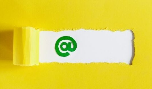 5 Tips To Design an Impressive Email Signature For Outreach Experts