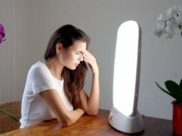 How Light Therapy Can Help You with Your Mood Swing